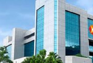 Sensex skids for third day as global rally stalls; Nifty ends below 15,200